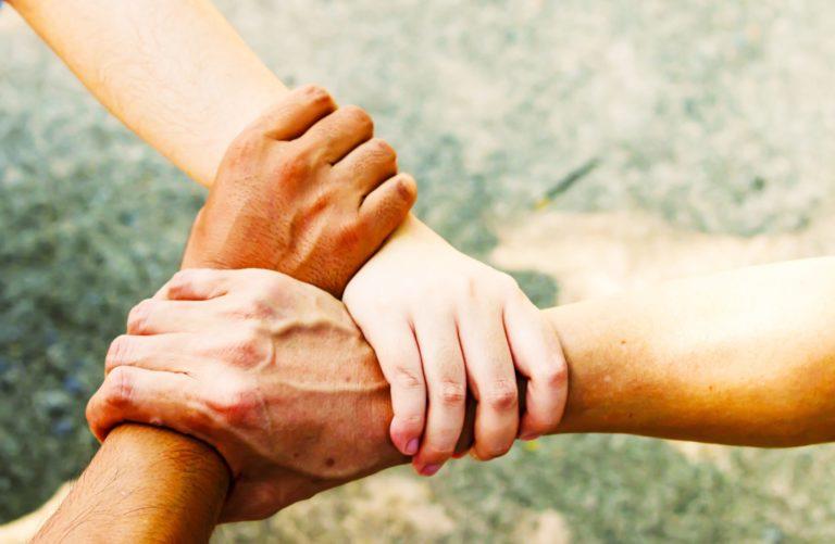 omzien naar elkaar eenzaamheid pastoraat handen